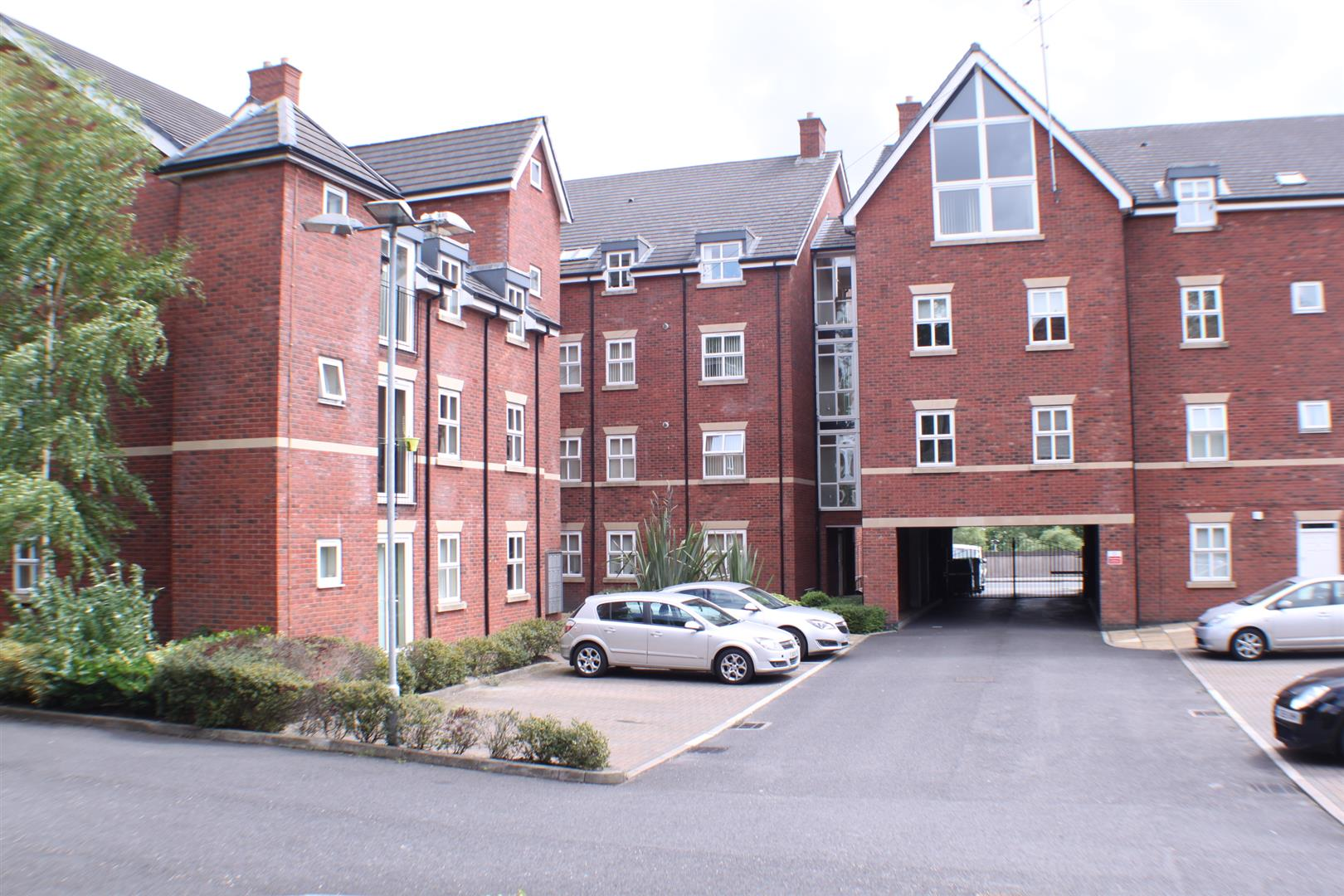 2 Bedrooms Flat for sale in Wellington Road, Eccles, Manchester